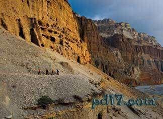 奇特的悬崖上的建筑Top9:天空洞穴