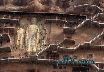 奇特的悬崖上的建筑Top5:麦积山石窟