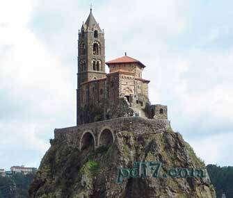 奇特的悬崖上的建筑Top4:圣迈克尔之刺