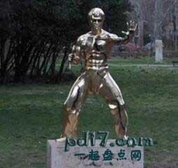 波黑特殊的景点Top10:莫斯塔尔李小龙雕塑